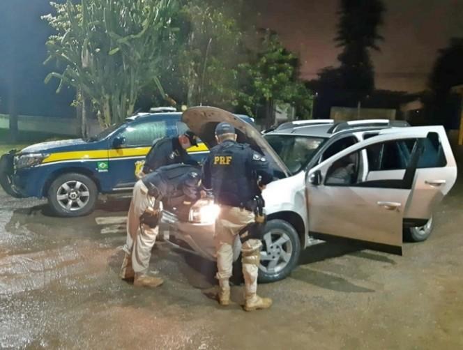 Quatro homens suspeitos de assalto são detidos com armas e carro roubado em Garanhuns