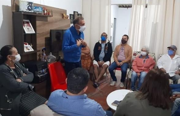 Silvino Duarte ignora recomendações sanitárias e sai em busca do voto em plena pandemia