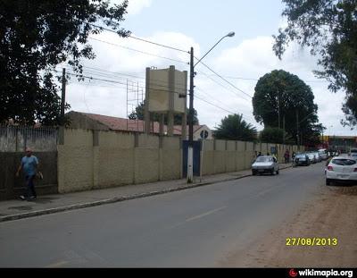 Ladrões entram pelo telhado e furtam materiais eletrônicos e dinheiro da Escola Henrique Dias