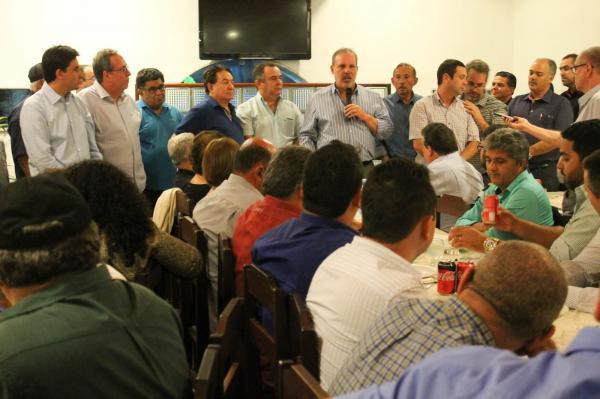 Armando trata de candidatura a governador com correligionários em Garanhuns