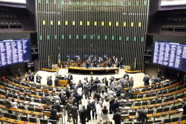 Previdência é aprovada com uma só mudança e será votada no plenário