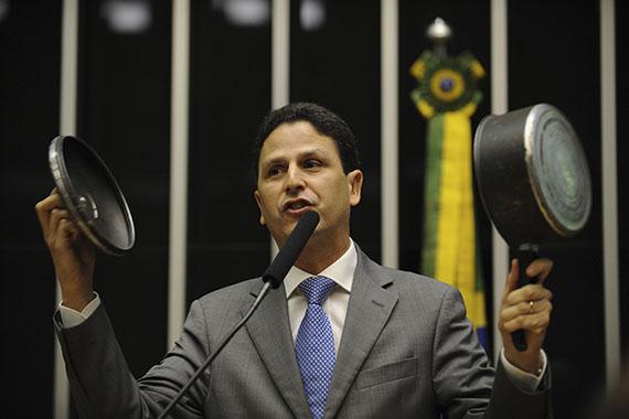 EXCLUSIVO / BRASIL PEGANDO FOGO: Depois das divulgações sobre o pagamento de propina pelo silêncio de Eduardo Cunha, Brasil está em chamas, e ainda tem muita lenha para queimar