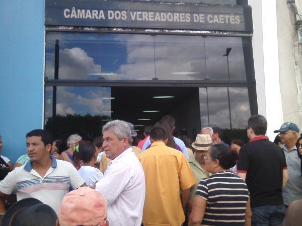 VEREADORES DERRUBAM POR UNANIMIDADE PROJETO POLÊMICO DO PREFEITO DE CAETÉS ARMANDO DUARTE
