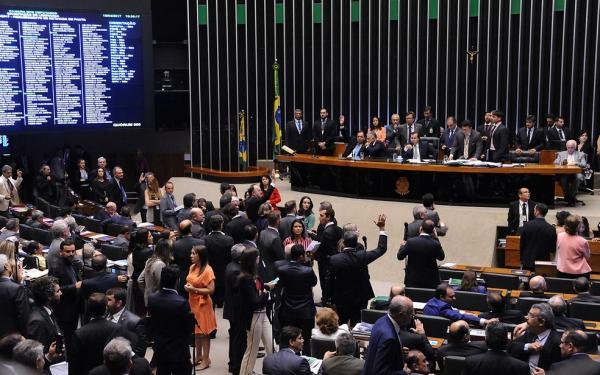 Sem oposição em plenário, Câmara aprova MPs em votação-relâmpago