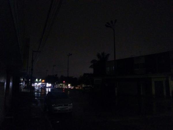 Secretário de Governo do prefeito Izaías Régis contesta denúncia de escuridão feita por um comerciante da Avenida Cel. Antônio Victor