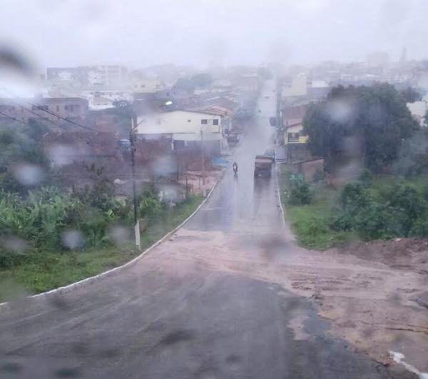 GARANHUNS: A chuva que vem caido nas últimas 24 horas já preocupa a Defesa Civil da cidade, e áreas de risco já estão sendo monitoradas devido a forte precipitação