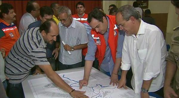 Governador visita cidades em estado de emergência em PE para acompanhar ajuda às vítimas
