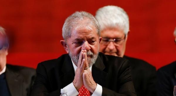 Lava Jato: Moro condena Lula a 9 anos e 6 meses de prisão