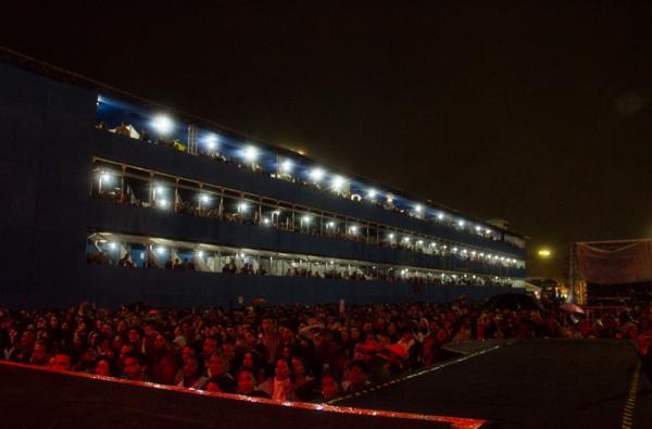 40 mil pessoas cantaram os sucessos de Chico César
