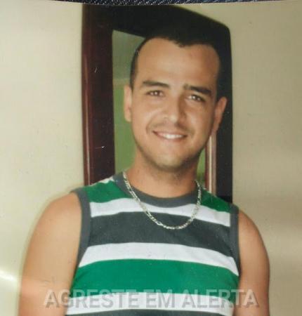 URGENTE: Jovem desaparece e o carro que ele estava é encontrado abandonado, em Garanhuns/PE.