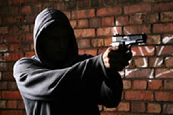 Três homens foram baleados neste sábado após bebedeira em residência de Garanhuns/PE.