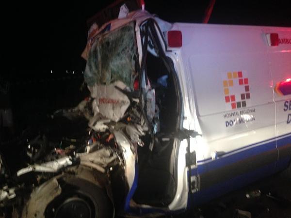 Acidente com ambulância do Dom Moura deixa dois mortos na noite deste sábado, 12 de agosto