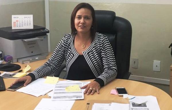 Secretária de Saúde de Garanhuns critica prefeito Izaías durante prestação de contas