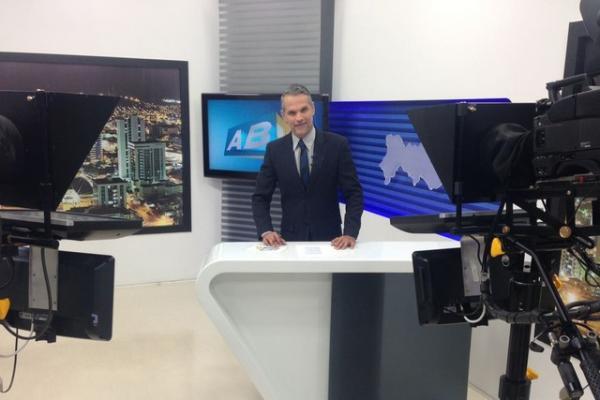 Transferido de Caruaru para o Recife, jornalista Alexandre Farias está sedado na UTI, diz hospital