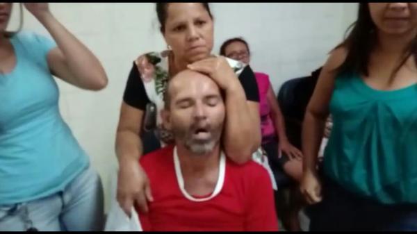 RECLAMAÇÃO: paciente revoltado grava vídeo dentro do Dom Moura, alega falta de atendimento e direção nega