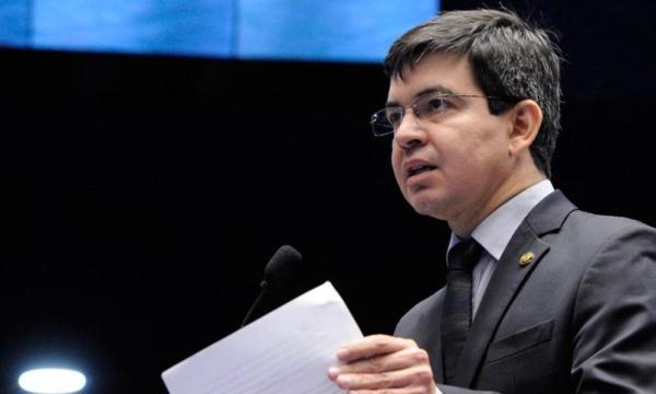 Senador pelo Amapá, nascido em Garanhuns, Randolfe Rodrigues é eleito o melhor senador do Brasil pelos jornalistas do Prêmio Congresso em Foco