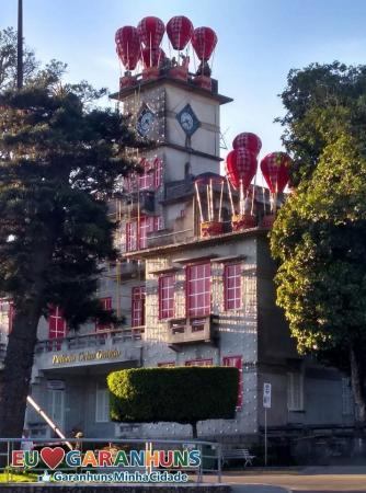 A MAGIA DO NATAL: Decoração natalina do Palácio Celso Galvão, em Garanhuns, impressiona