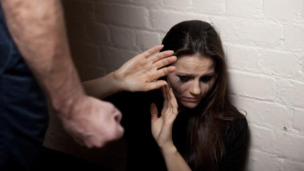 Em Garanhuns, mulher que solicitou metida protetiva contra marido violento e depois o convidou para voltar pra casa, retorna à delegacia e diz que foi ameaçada com faca