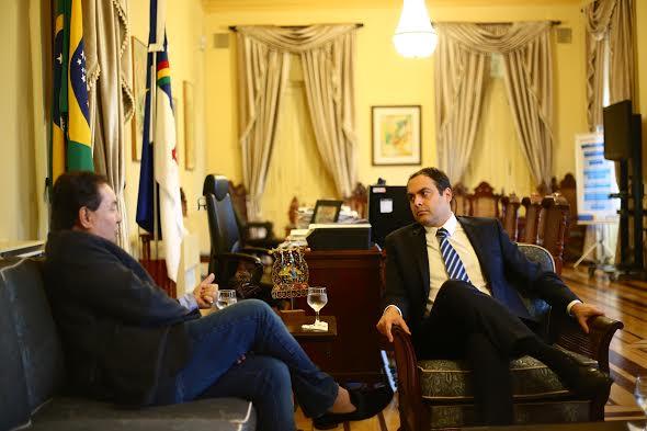 Em encontro com Izaías, governador revela que vem a Garanhuns para a posse do novo Bispo