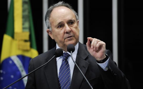 Cristovam Buarque pode concorrer ao Planalto em 2018 pelo PV