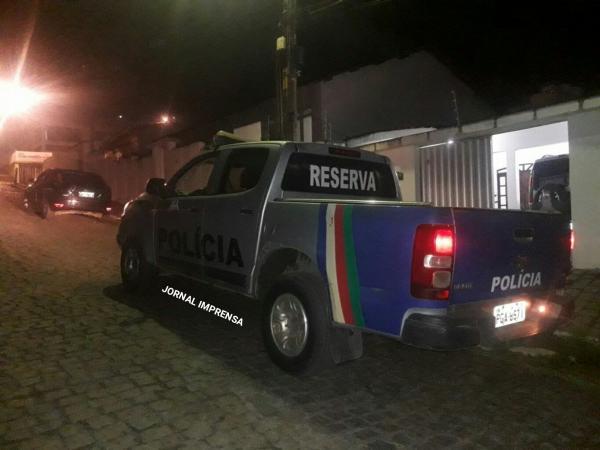 VIOLÊNCIA: advogada é vítima de bala perdida durante tentativa de assalto na Boa Vista, em Garanhuns